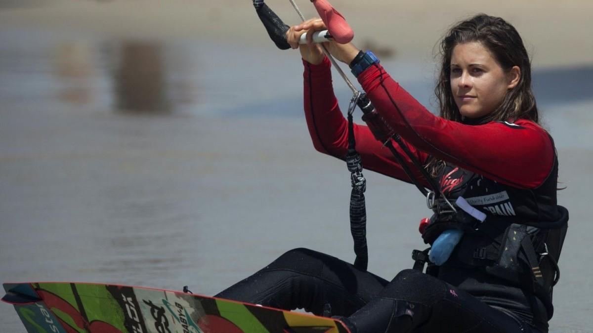 L'horitzó olímpic de París 2024 fa que la 10 cops campiona del món de kitesurf torni a competir quatre anys després