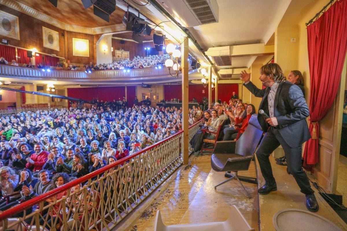 Quim Masferrer, a l'escenari del Casino de l'Aliança del Poblenou, a La Marató 2019