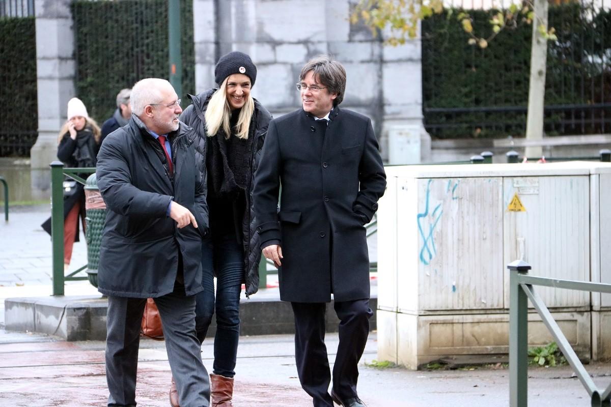 Carles Puigdemont i Lluís Puig es dirigeixen cap al tribunal belga