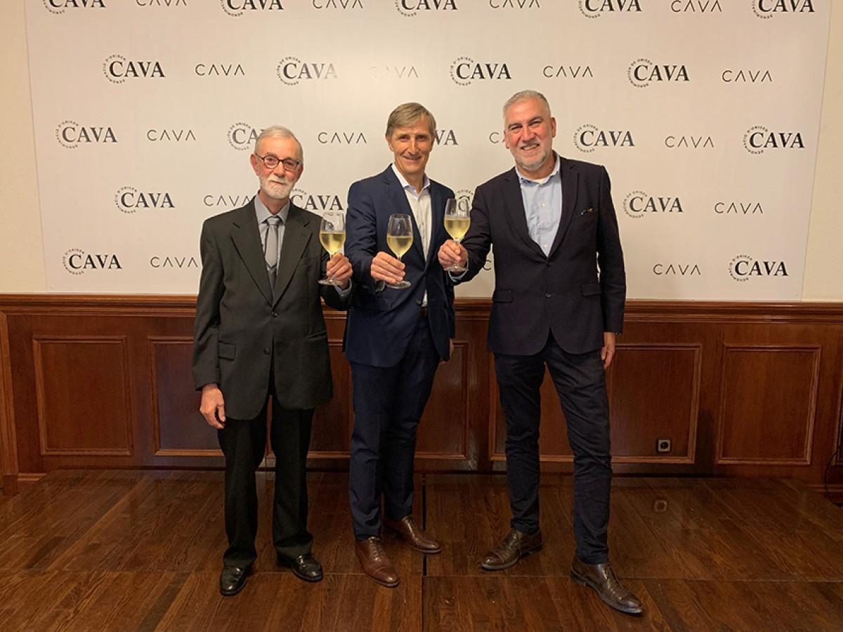 D'esquerra a dreta, el president de PimeCava, Pere Guilera, el president de la DO Cava, Javier Pagés, i el president del Institut del Cava, Damià Deàs.