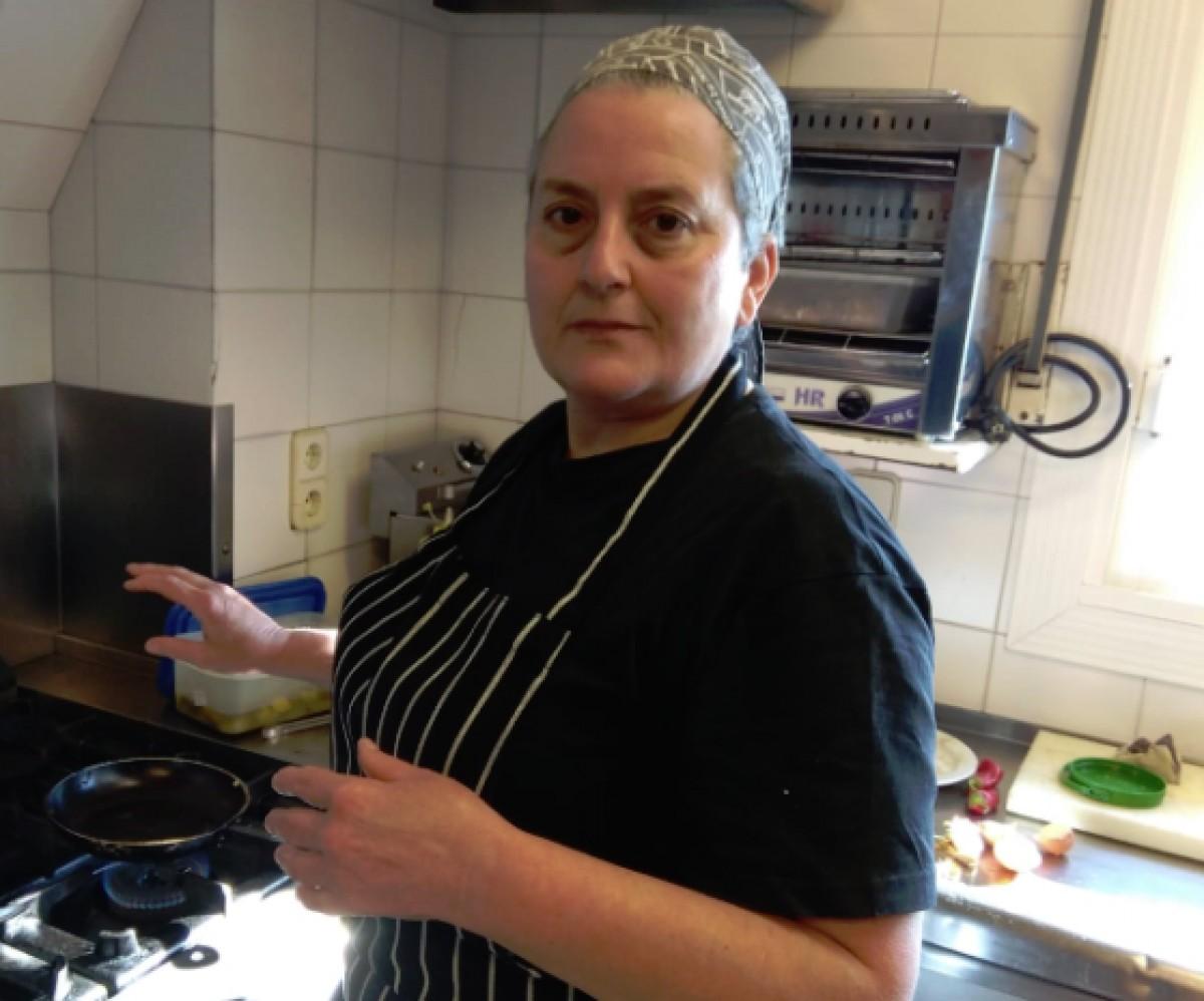 Cristina Candelich, a la cuina del seu restaurant de Samalús.