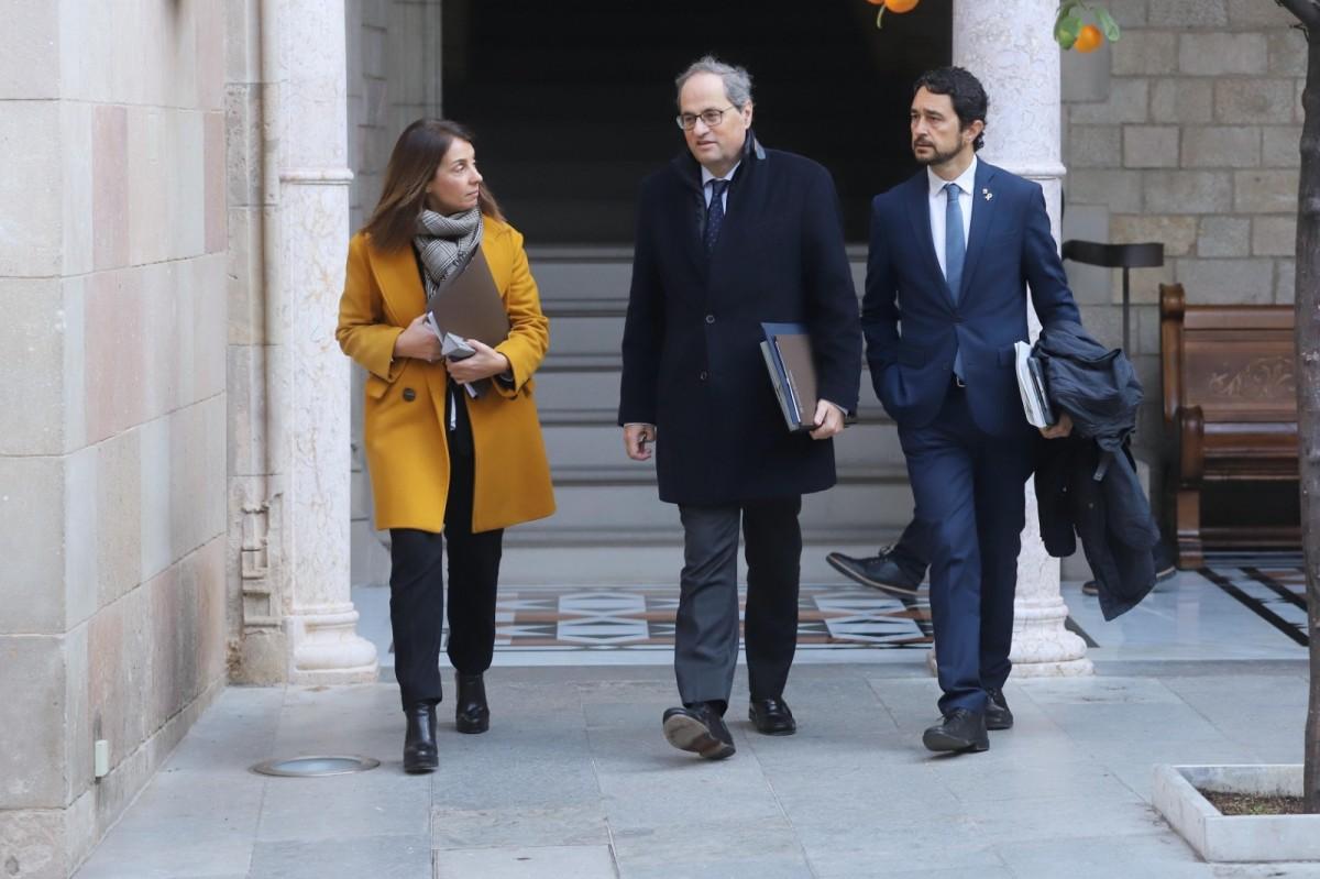 Quim Torra es dirigeix a la reunió del Govern del 15 de gener del 2020 amb Meritxell Budó i Damià Calvet