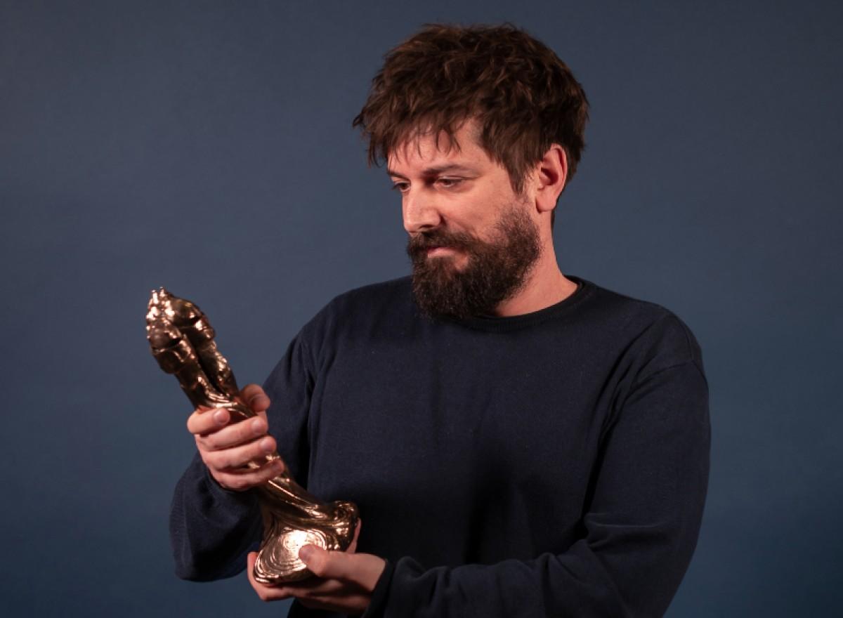 Pau Vallvé recollint el Premi Gaudí