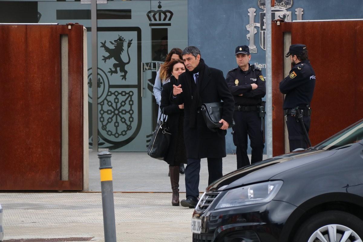 Josep Lluís Trapero sortint de l'Audiència Nacional