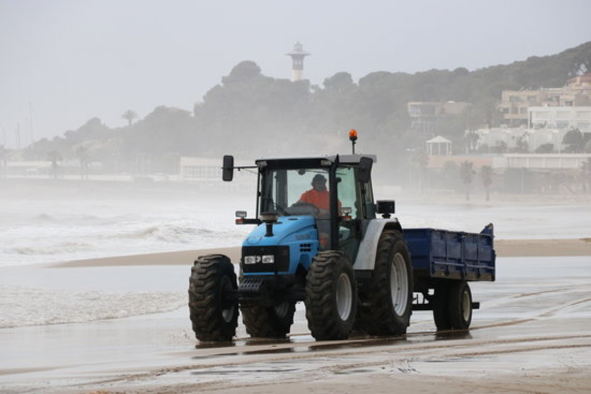La platja de Torredembarra, després del temporal