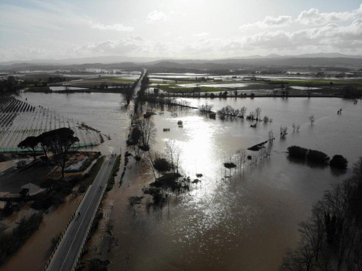 El pont del Ter, inundat a Verges