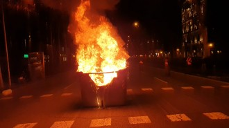 VÍDEOS Tornen les barricades i els contenidors cremats a plaça Urquinaona
