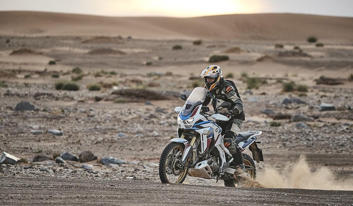 L'Honda Africa Twin 2020 en acció al desert