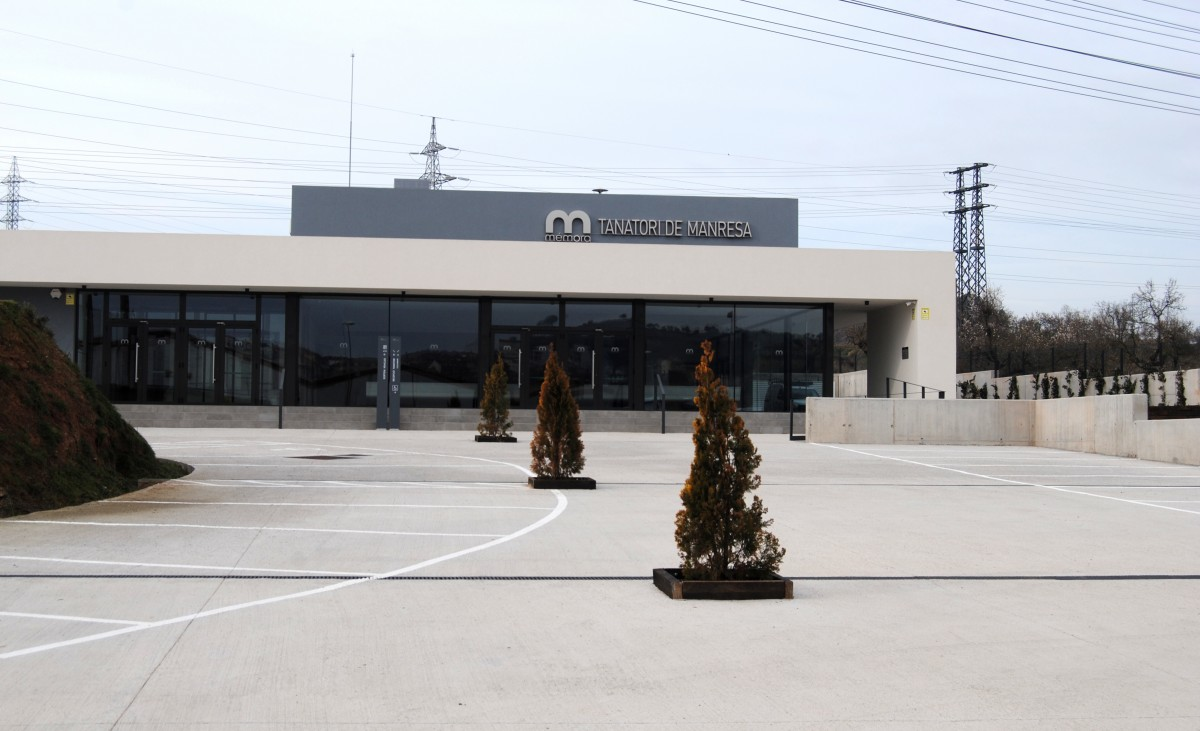 Exterior del nou tanatori, que inclou crematori, de Mémora-Fontal a Manresa