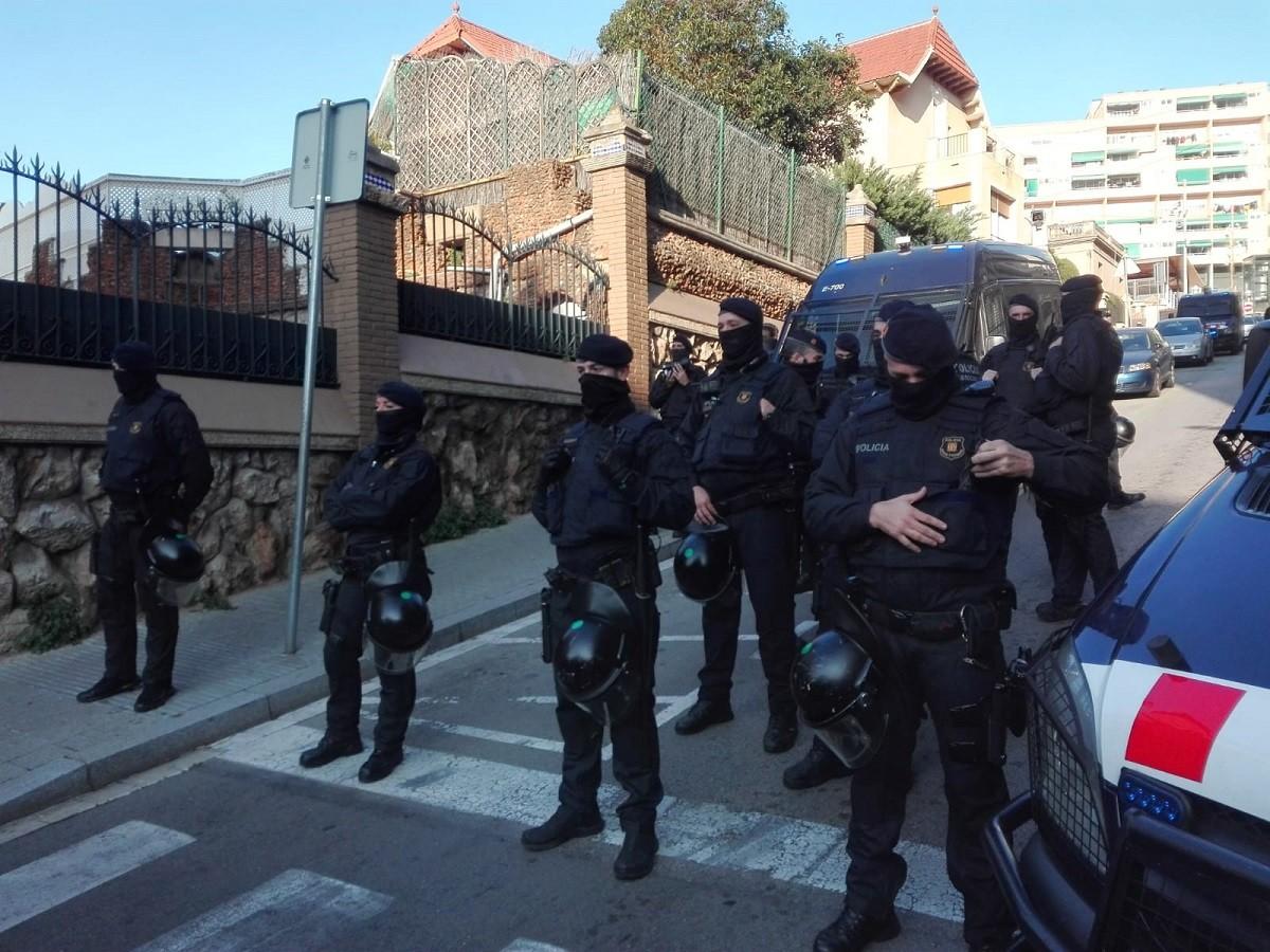 Dispositiu dels Mossos en un desnonament a Barcelona