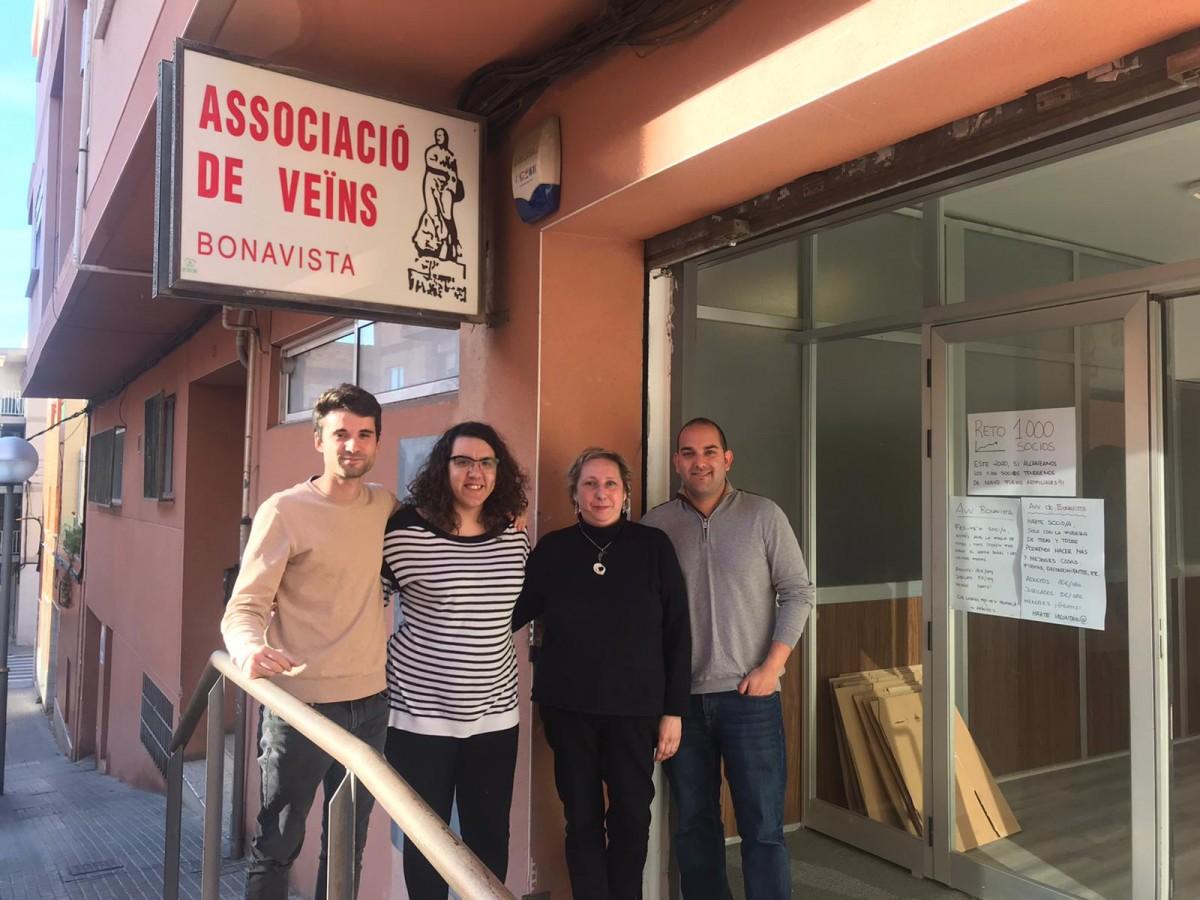 Veïns del barri de Bonavista al local de l'Associació de Veïns