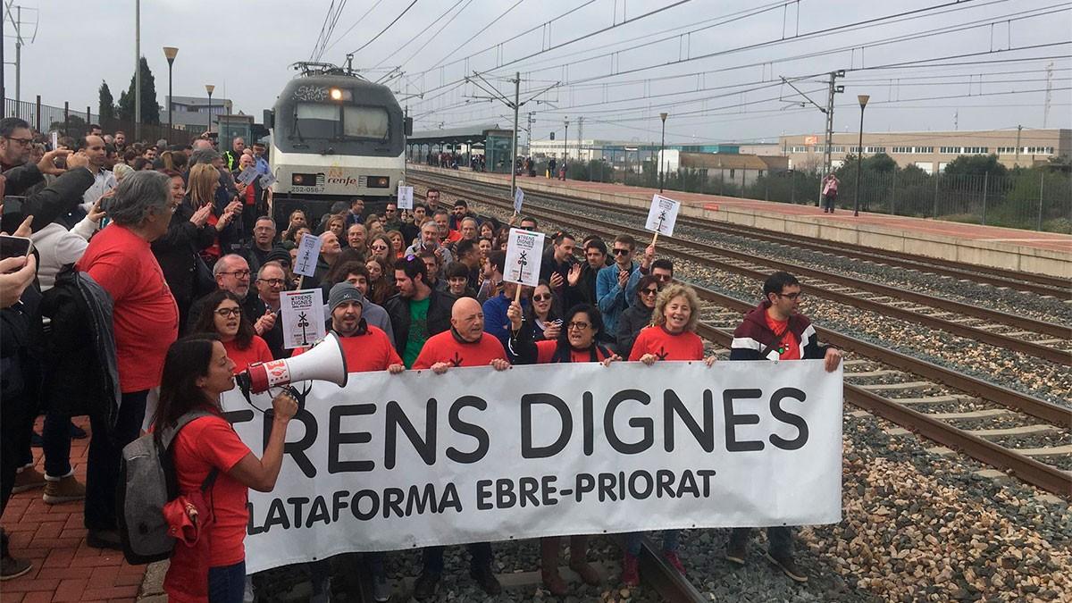 La plataforma Trens Dignes en una manifestació del 2020