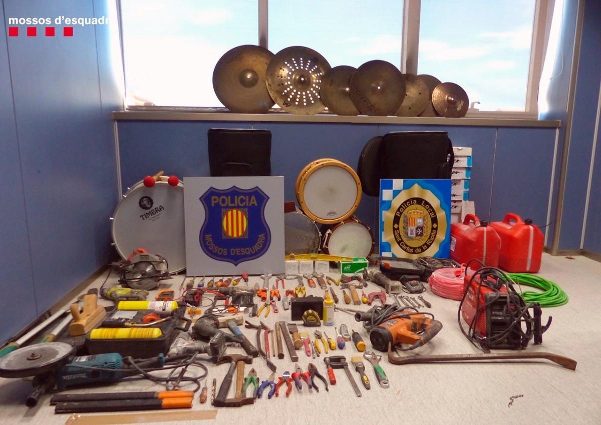 El material que ha pogut ser recuperat en l'operació, entre els Mossos i la Policia Local.