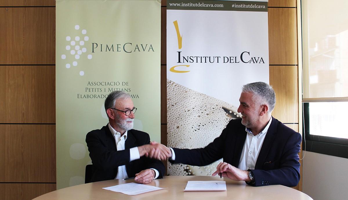 Pere Guilera i Damià Deàs signant la fusió el passat febrer