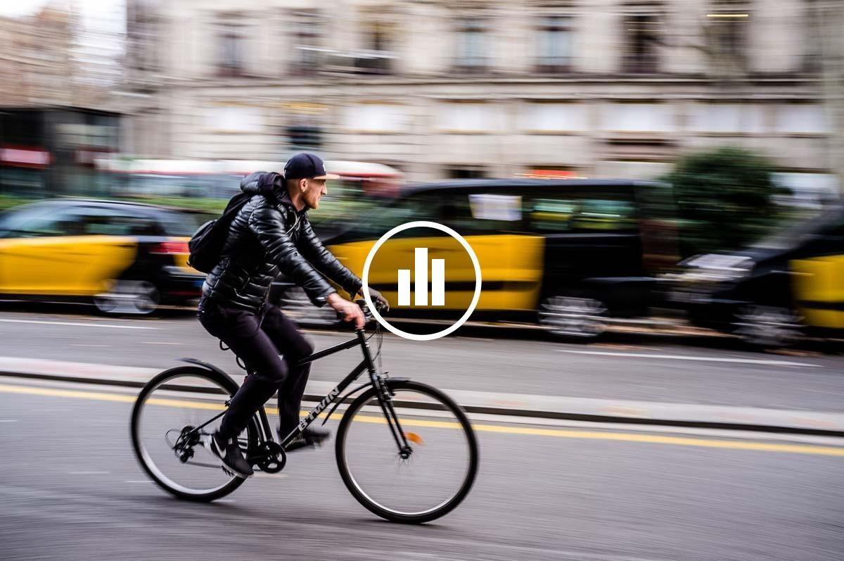 Ciclista, a Gran Via de Barcelona.