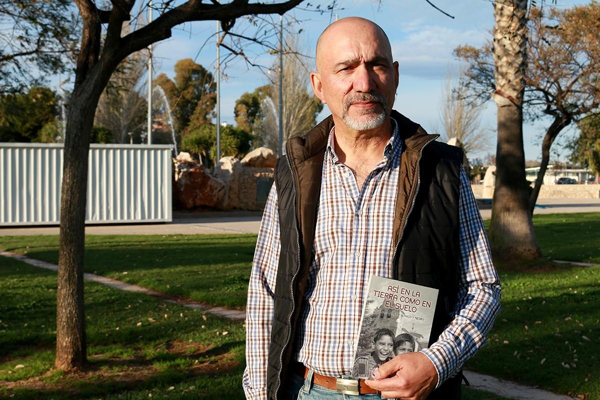 José Antonio Floria (La Yunta, Guadalajara,1958) és l'autor de 'Así en la Tierra como en el suelo'