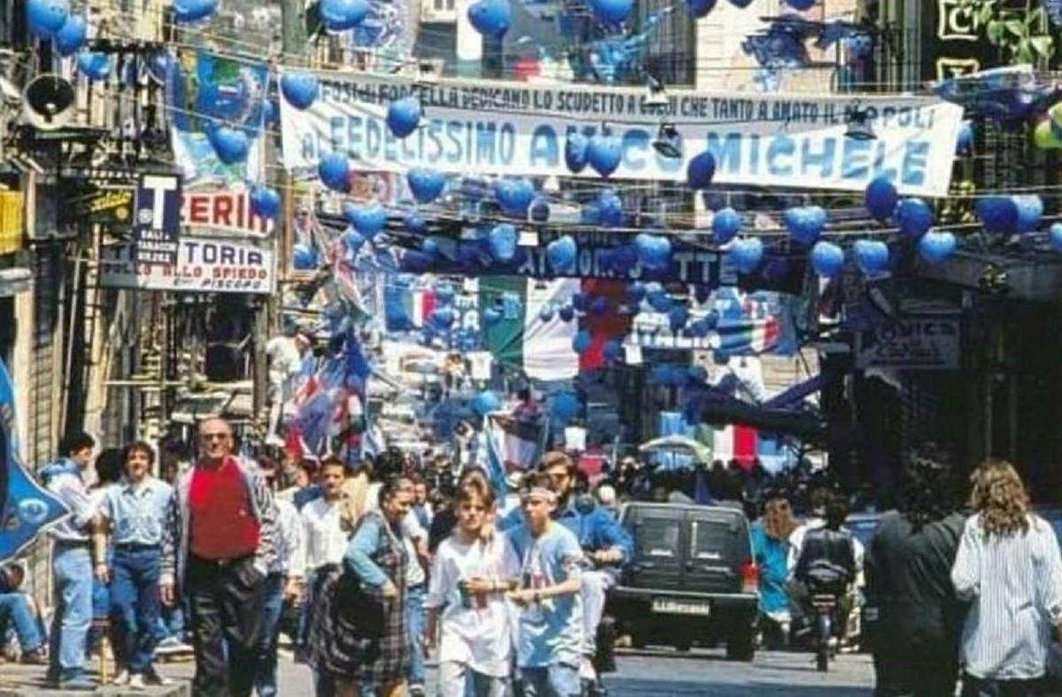 La ciutat de Nàpols, engalanada per celebrar el primer scudetto del seu equip, el 1987