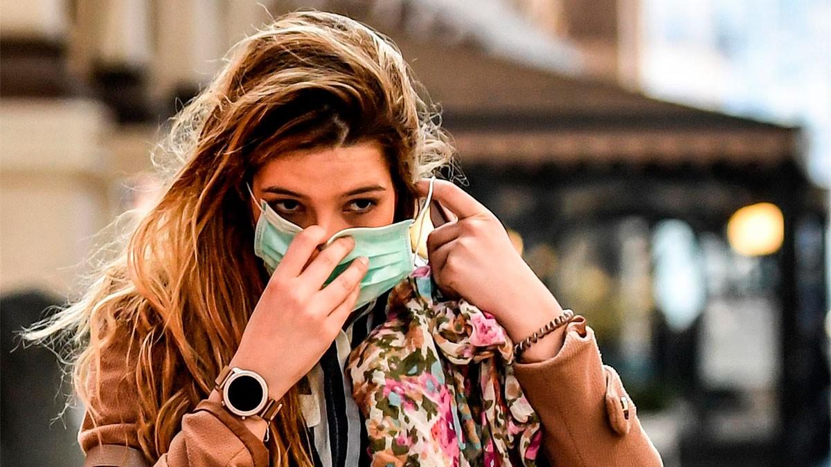 Una dona amb mascareta, aquest dimarts a Milà