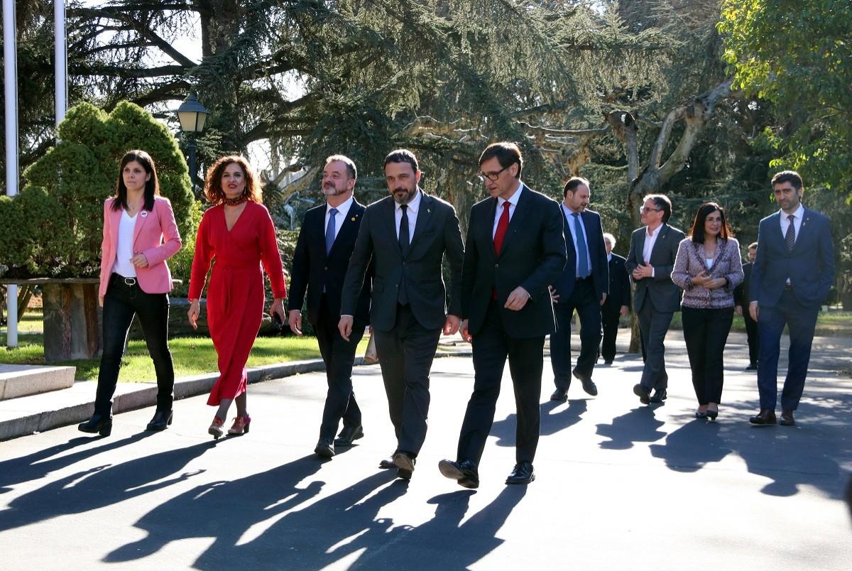 Les dues delegacions passegen a la Moncloa abans de la taula de diàleg