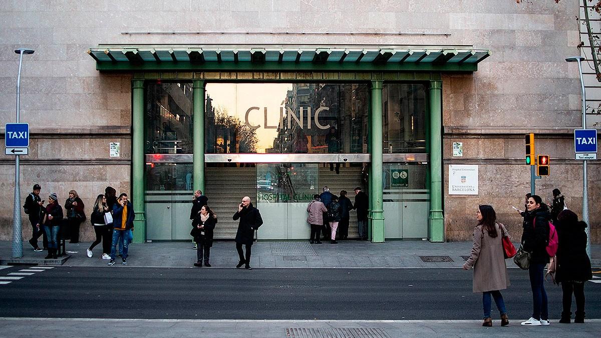 L'entrada del Clínic, centre de referència pel coronavirus a Catalunya.