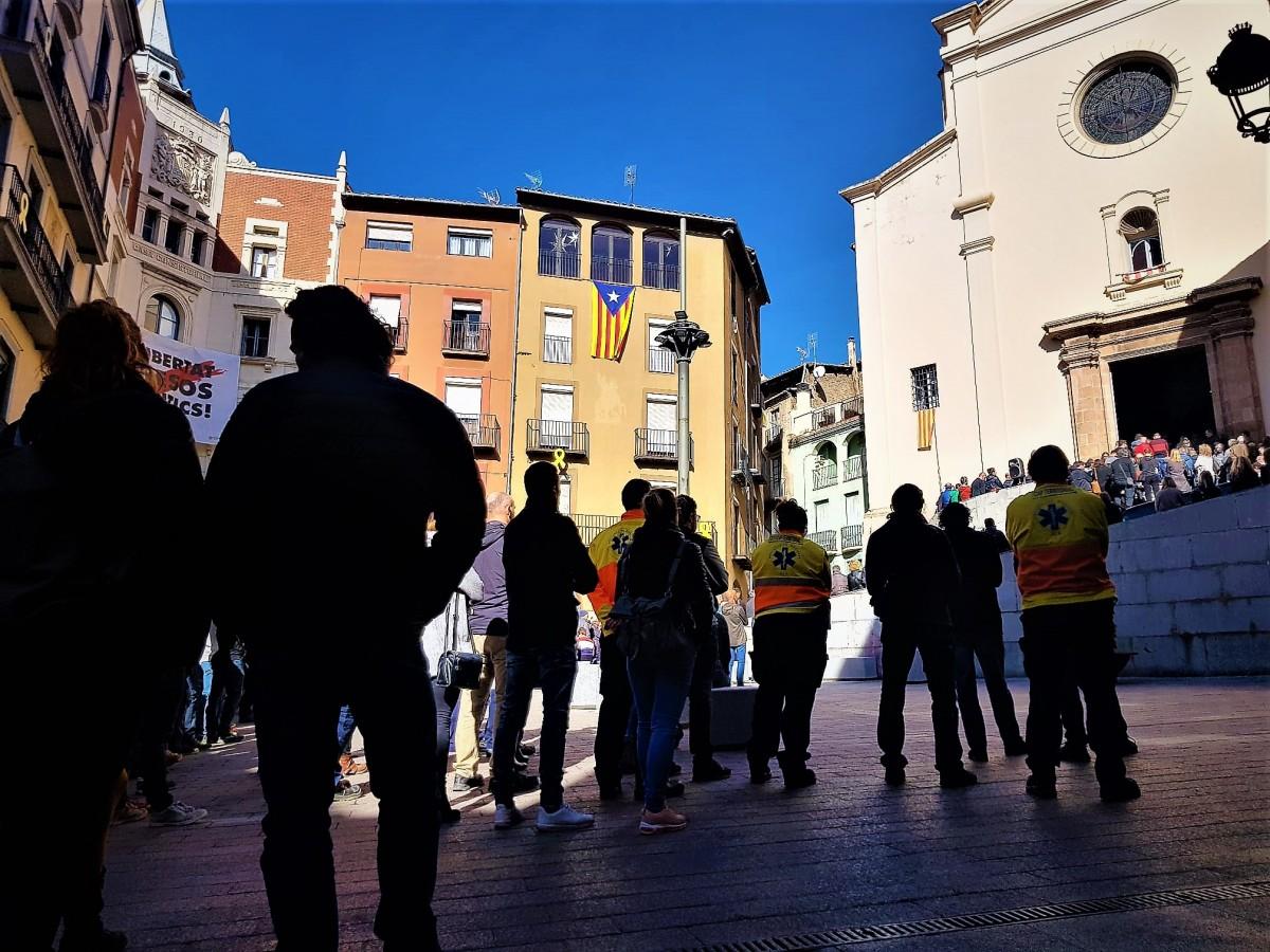 Comiat multitudinari a Xavi Batriu a la plaça de Sant Pere.