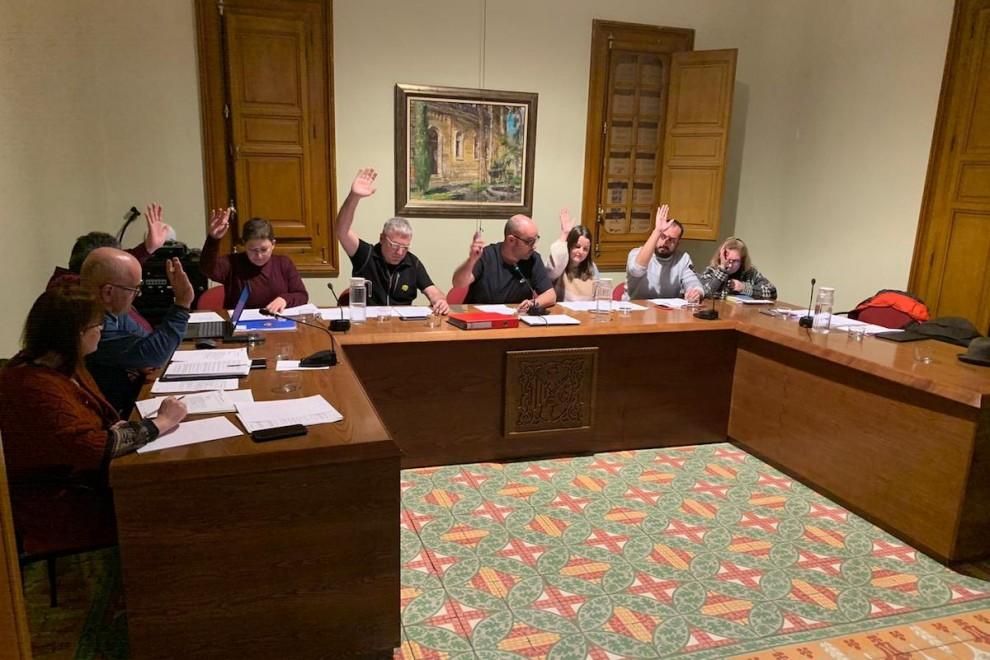 L'acord va comptar amb els vots d'ERC i Junts i l'absència dels del PSC