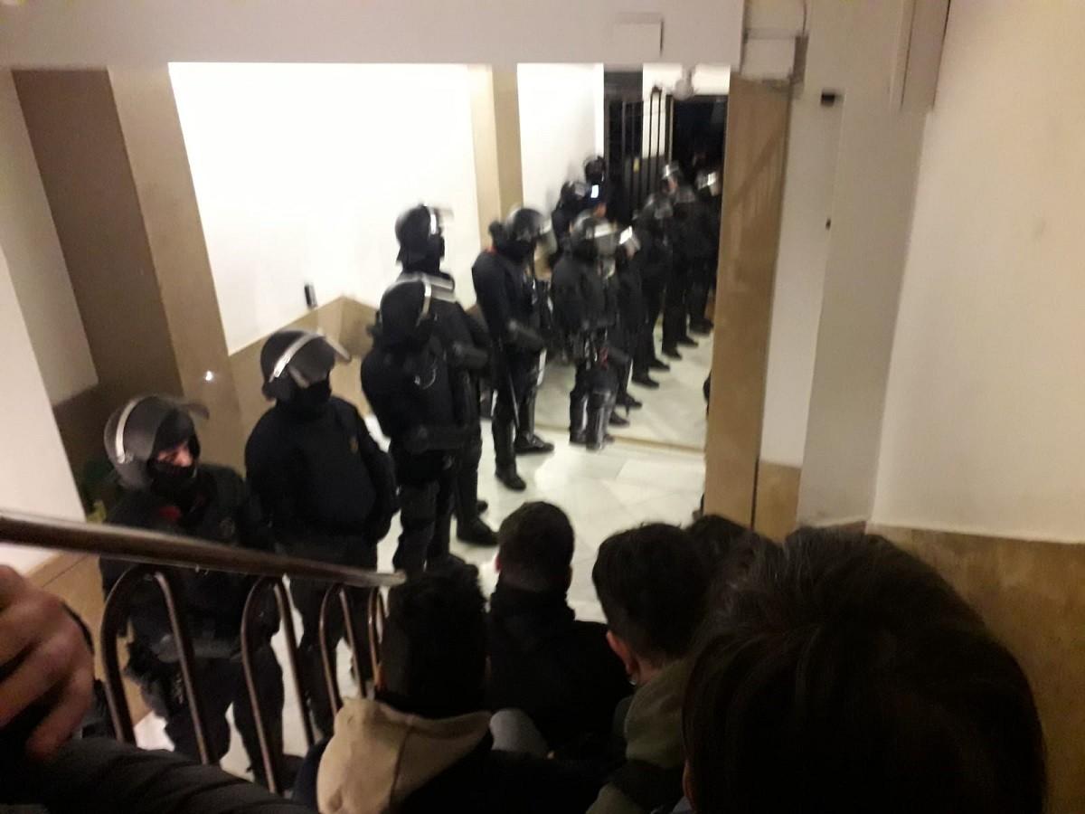 Agents dels Mossos dins el Bloc Llavors