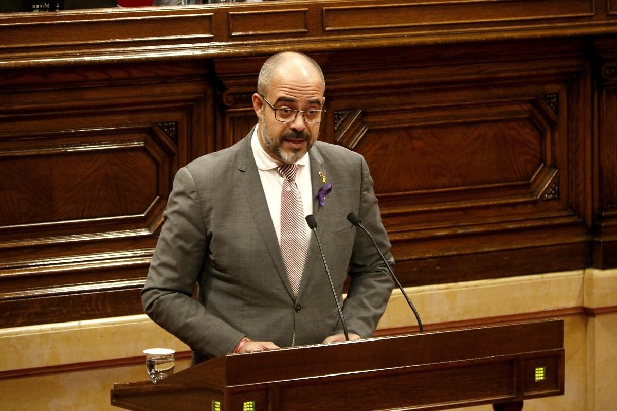 El conseller d'Interior Miquel Buch, intervenint al ple del Parlament d'aquest dijous
