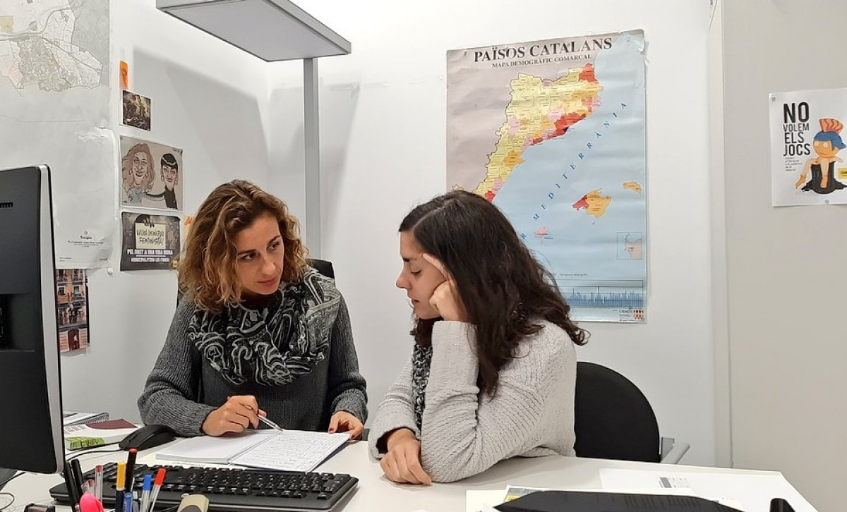 Laia Estrada i Eva Miguel, conselleres de la CUP a l'Ajuntament de Tarragona