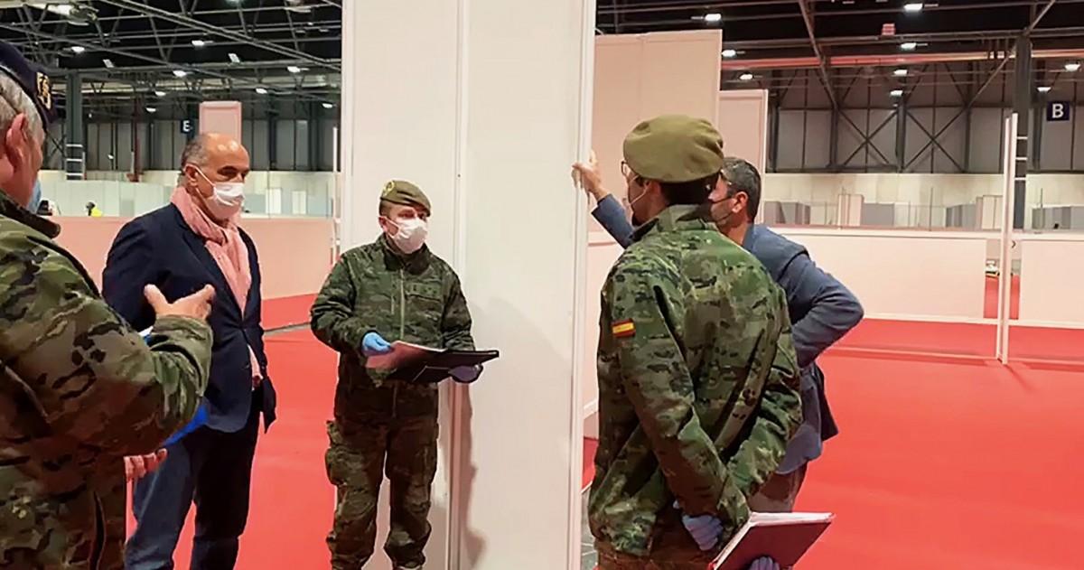 L'exèrcit espanyol, organitzant la instal·lació de l'Hospital Provisional per fer front al Covid-19 al recinte d'IFEMA.