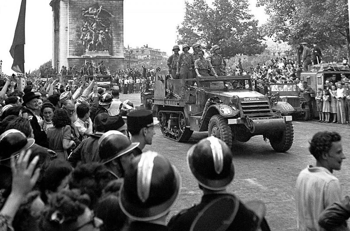 Un moment de l'entrada de La Nou a París. l'agost de 1944