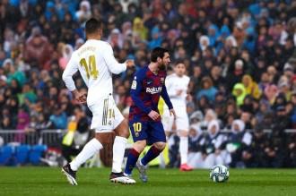 Un Barça frustrat perd el liderat al Bernabéu (2-0)