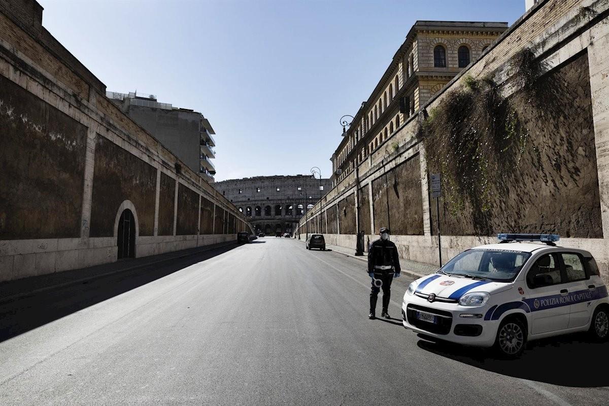 Un carrer desert de Roma