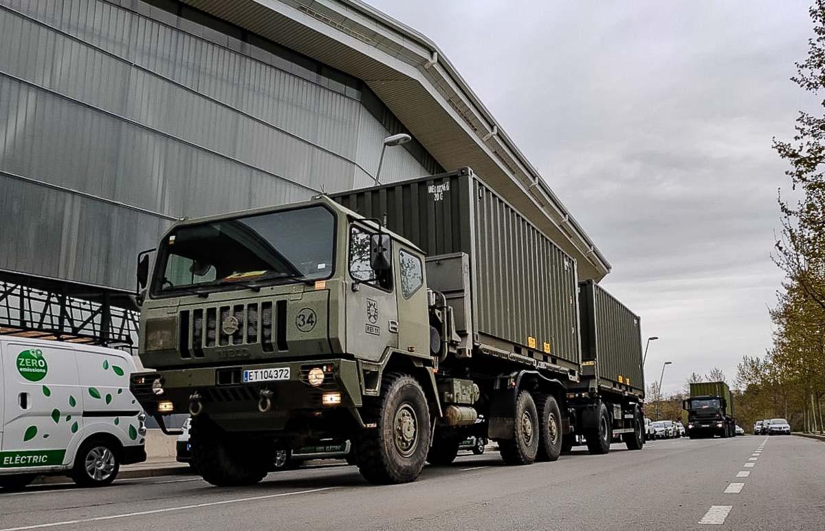 Un camió de l'exèrcit espanyol, a Sabadell