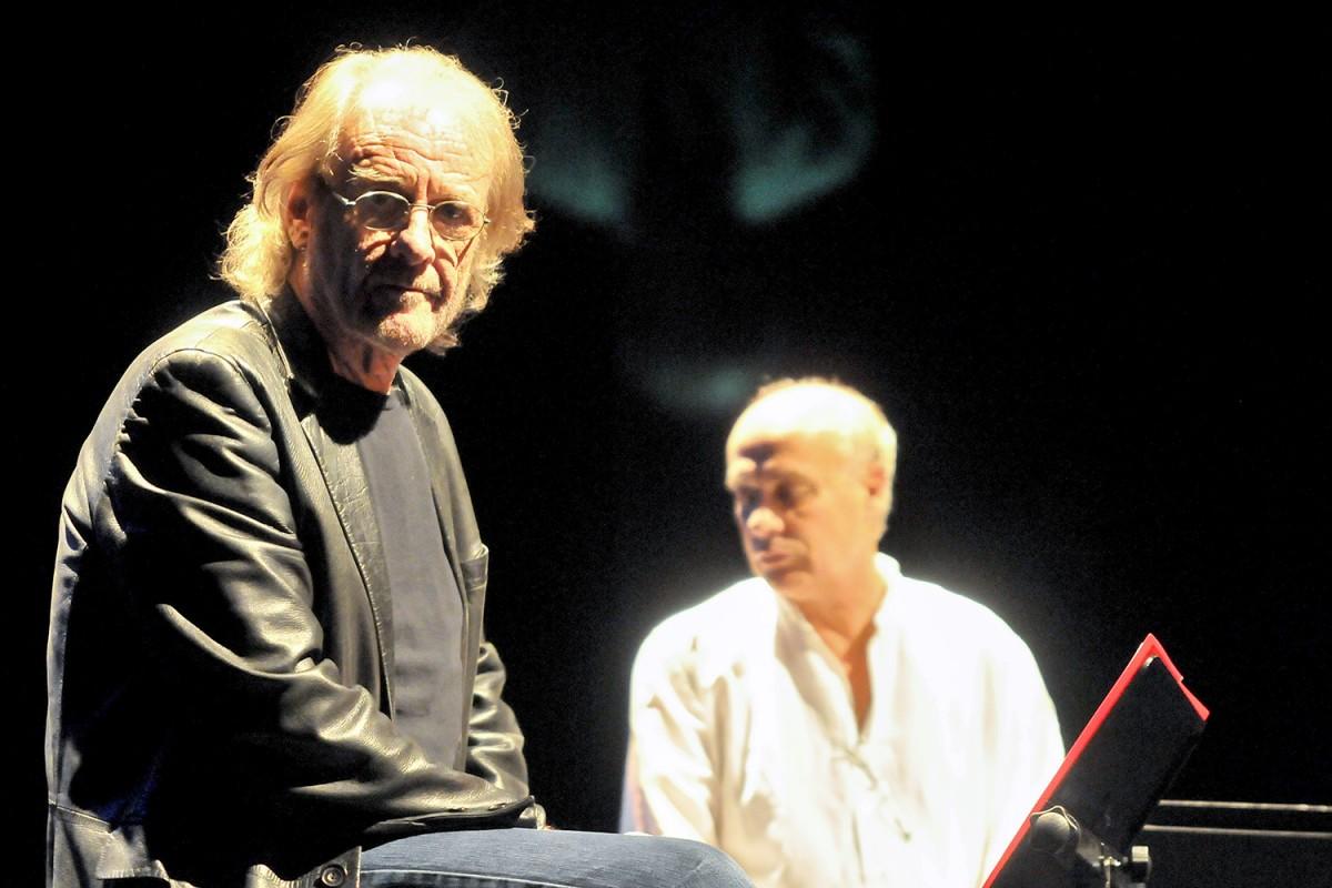 Luis Eduardo Aute i Joan Isaac al Teatre Joventut de L'Hospitalet, el 5 de febrer de 2010