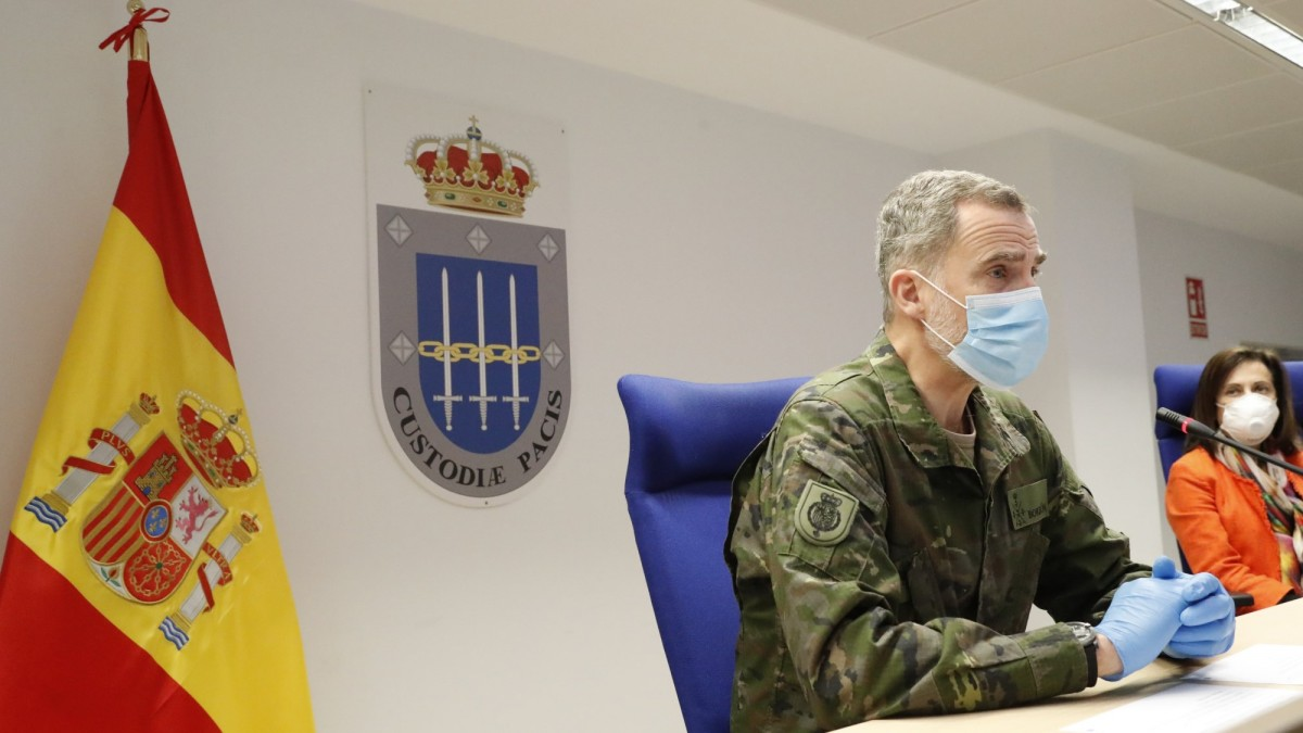El rei d'Espanya, Felip VI de Borbó, visitant el Mando de Operaciones (MOPS) on l'exèrcit realitza el seguiment de les operacions contra la Covid-19.