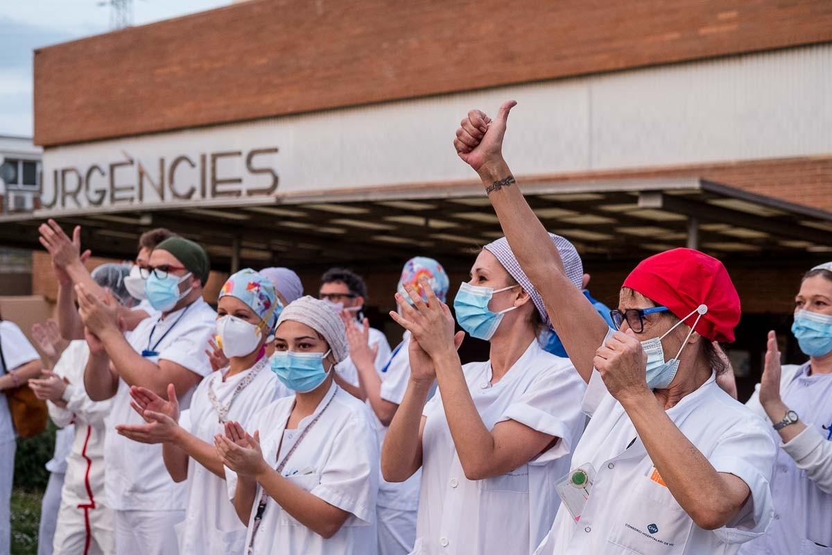 Durant els primers compassos de la crisi, els homenatges als sanitaris van ser una constant.