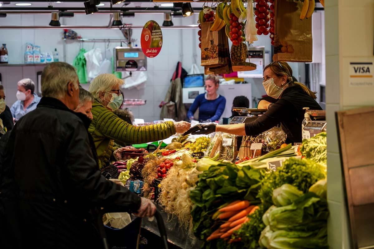 El mercat de l'Abaceria, en un dia de confinament.