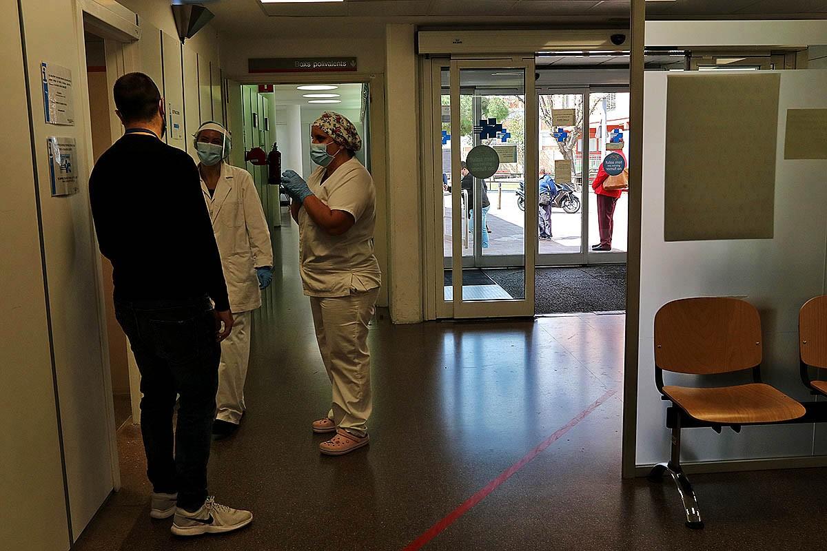 El personal del Cap de Bellvitge treballant per combatre el coronavirus