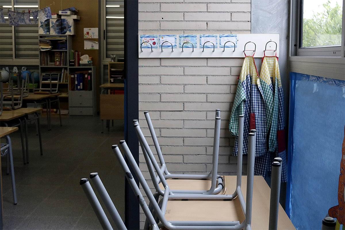 L'aula d'una escola de Girona, buida.