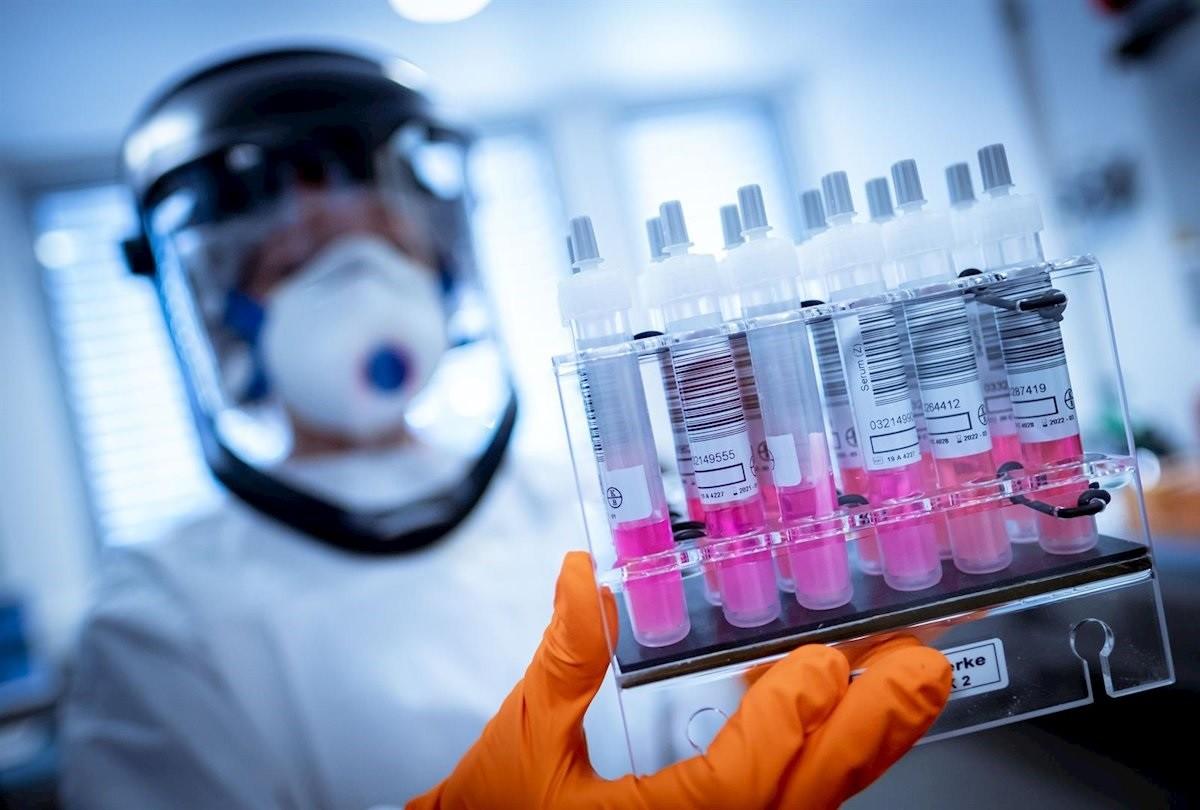 El procés per elaborar una vacuna acostuma a durar diversos anys abans de ser subministrada.
