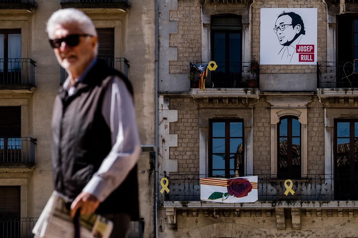 Retrat de Josep Rull en una façana de la plaça Major de Vic