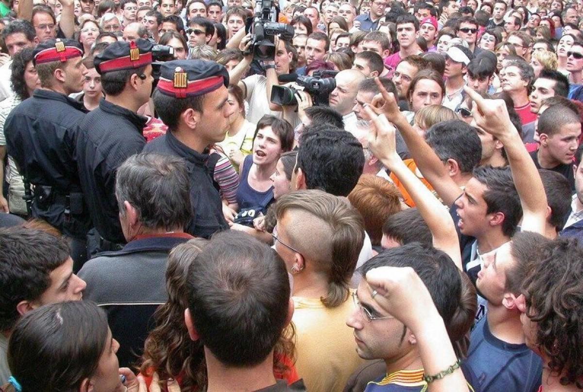 Mobilització davant dels jutjats de Berga poc després del crim (arxiu).