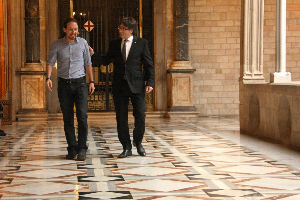 Pablo Iglesias i Carles Puigdemont, al Palau de la Generalitat el 2016.