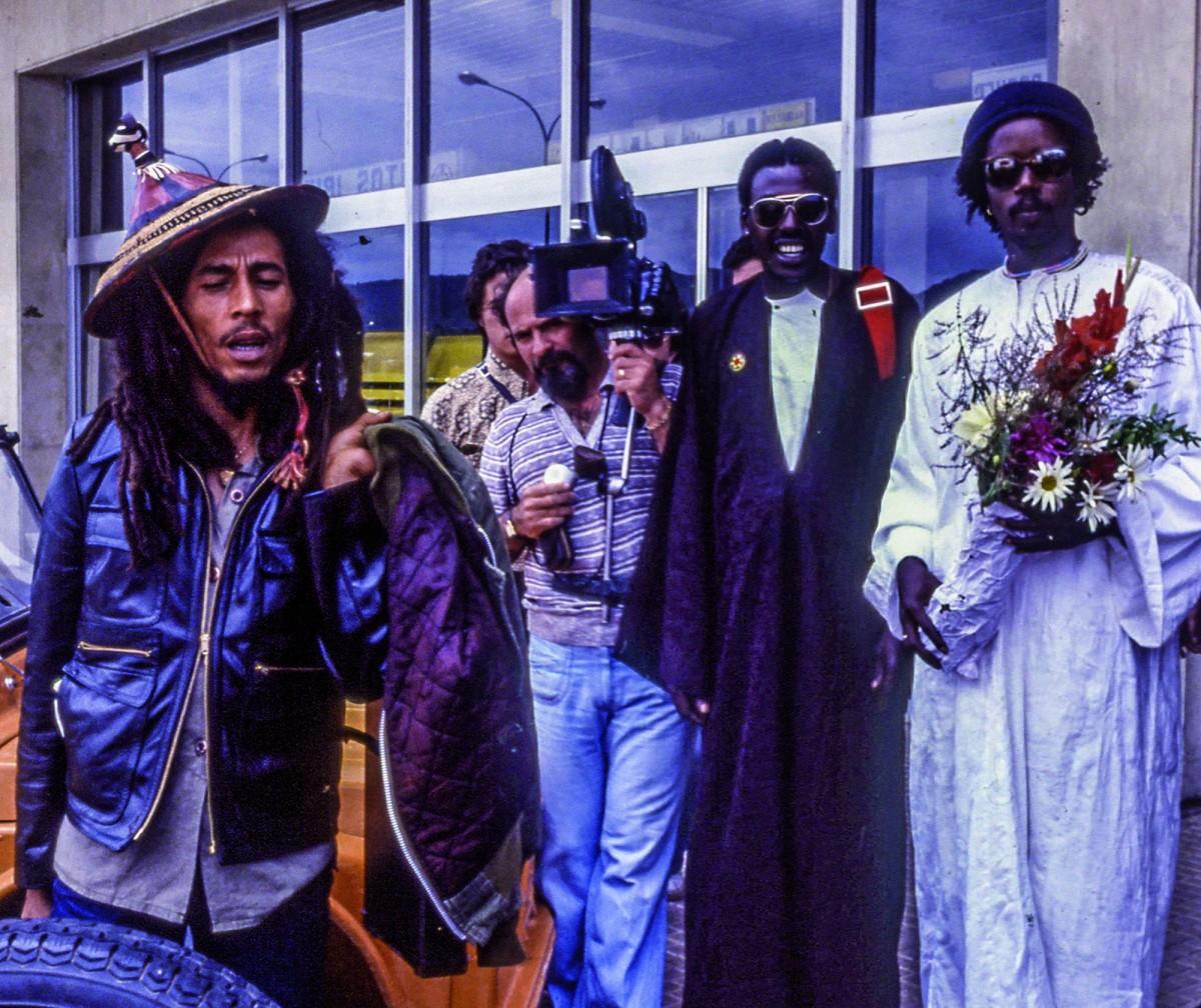 Bob marley i els seus músics a l'arribada a l'aeroport d'eivissa, el juny de 1978