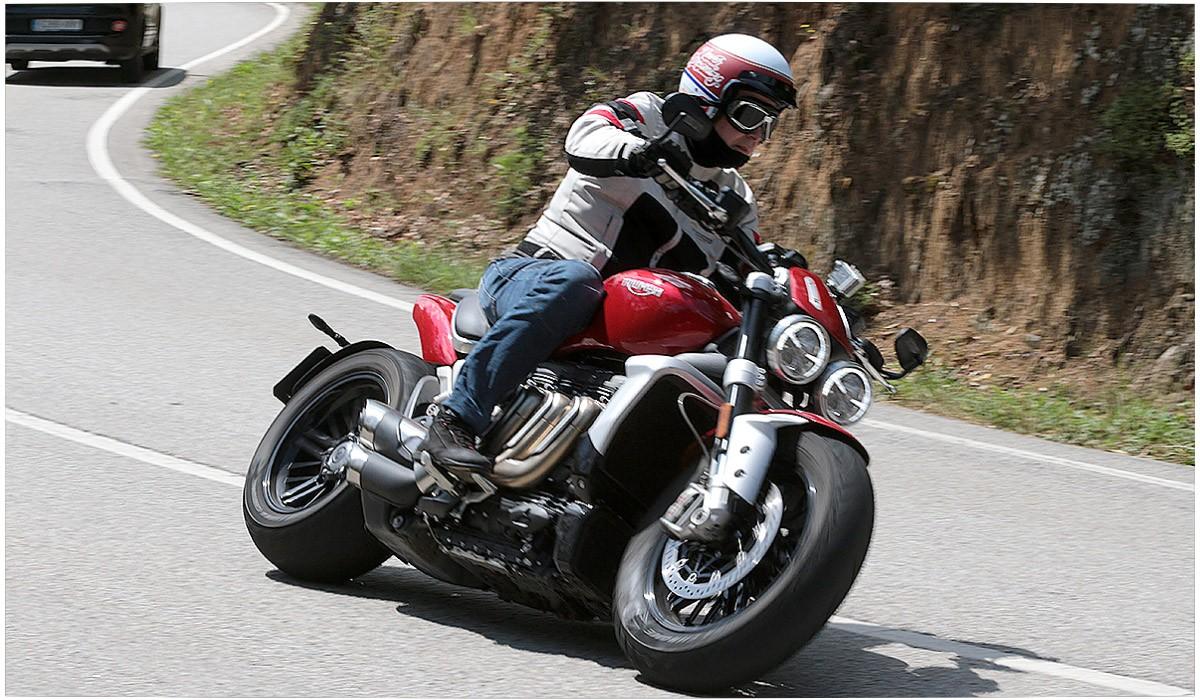 Triumph Rocket 3. Una moto construida sobre un descomunal motor.