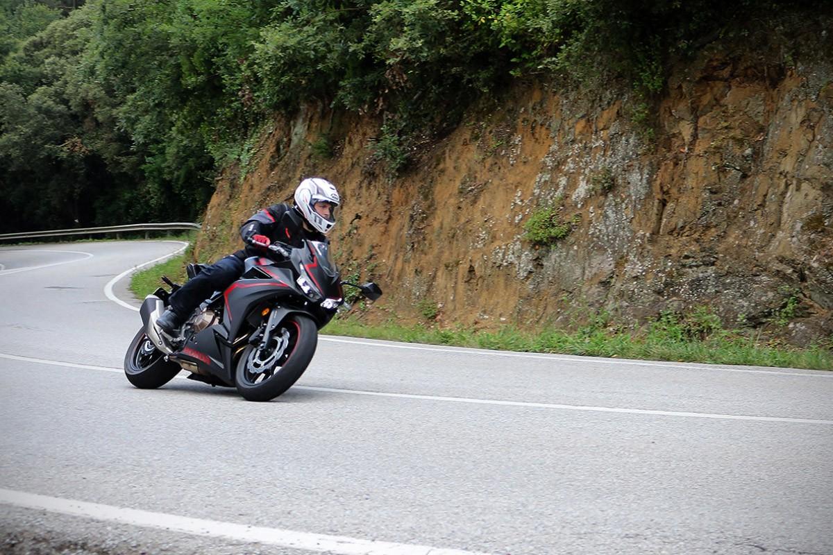 La Honda CBR500R és la moto ideal per aprendre els secrets de les