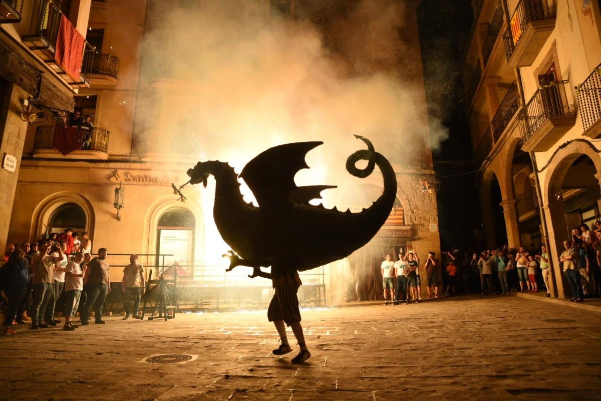 El drac en plena roda de foc protagonitza la foto guanyadora