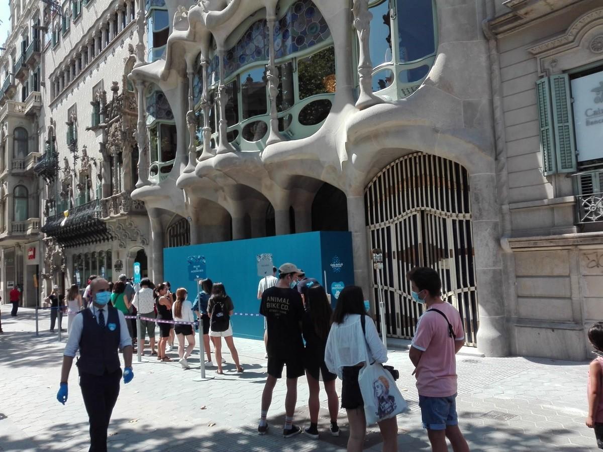 Cua per entrar a la Casa Batlló