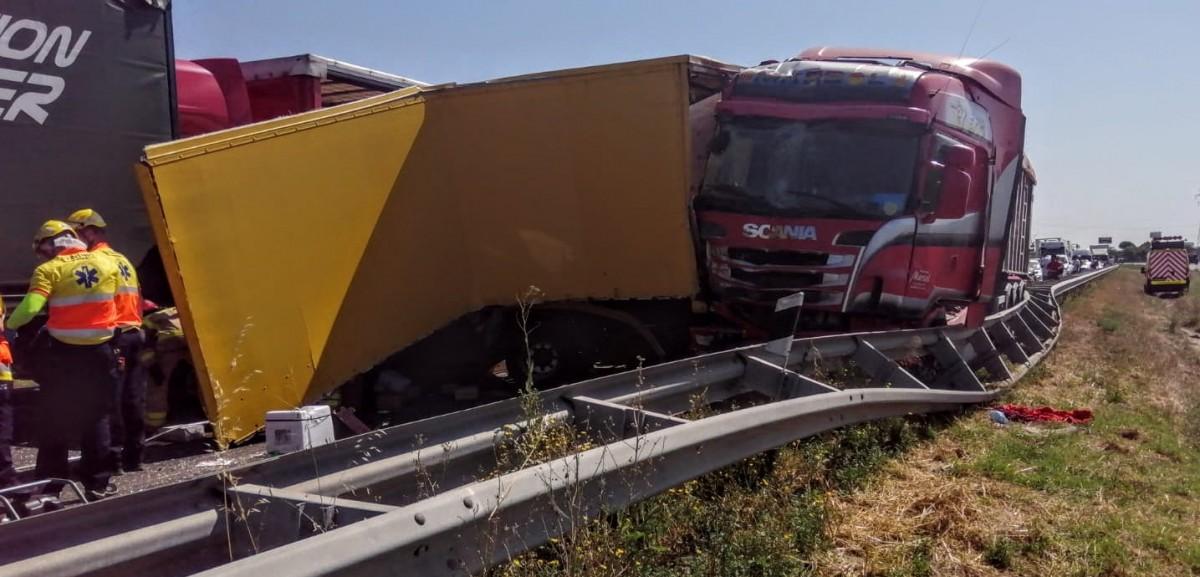 Imatge d'un dels camions accidentat